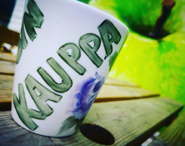 Omnomnom... Kyllä kahvi maistuu, kun on oikein nimikkom...